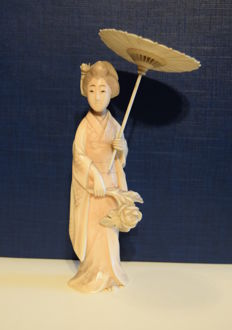Antique finely carved ivory okimono - Geisha in traditional garb holding a parasol - Japan - 1880
