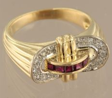 Bi-colour 18 kt gold ring set with ruby and 14 brilliant cut diamonds of approx. 0.28 kt in total, ring size 18 (57)