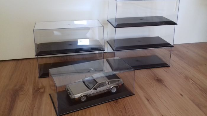 Model Car Group - Scale 1/18 - Lot with 6 Displayboxes for 1/18 model cars