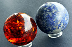 Dumortierite and Synthetic Amber spheres - 7.4cm - 819gm  (2)