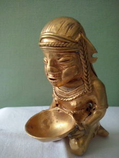 Colombia - woman with offer - tumbaga gold, height 7 cm