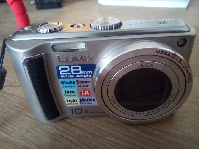 Silver version Panasonic DMC-TZ4 with LEICA face light motion