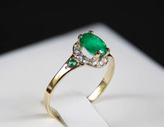 14k gold ring with emerald and diamonds ct 0,16.* -  size: 17.5 mm. (7 US); no reserve price