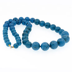 Yellow gold, 18 kt/750 – Long necklace with turquoises – Length: 68 cm.
