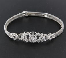 14 kt white gold bracelet set with 41 old cut diamonds, approximately 0.80 carat in total, bracelet length: 17 cm