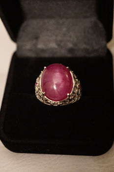 Women's ring with very rare large natural ruby