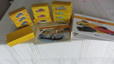 Dinky Toys Atlas Edition - Scale 1/43- Lot with 11 cars,  2 signalling panels, 4 x key chain & collect folder