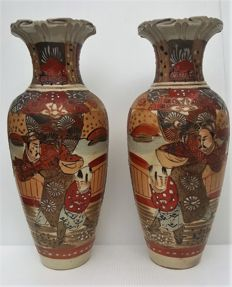 Set of Satsuma vases, 31 cm high – Japan – circa 1900
