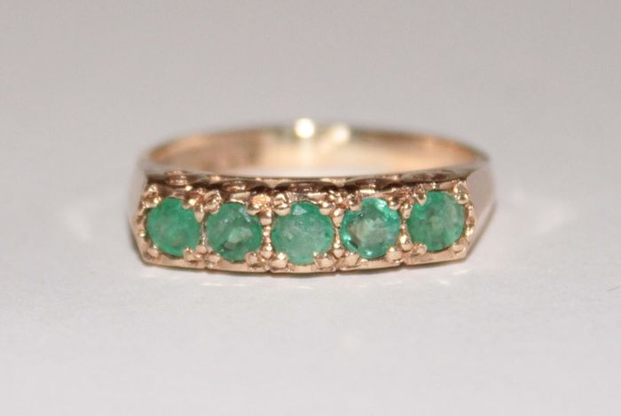 Gold ring with natural emeralds of 0.70 ct - Ring size: 17 (mm)