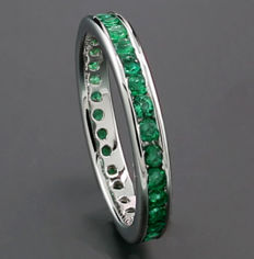 Emerald ring in 750 white gold *no reserve price* - ring size: 56