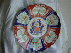 A large D. 40 cm porcelain dish - Japan - 19th century