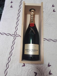 Moet & Chandon Brut, Champagne - 1 magnum (150cl) in OWC