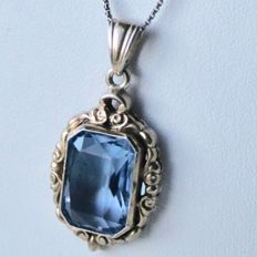 Handcrafted old silver + gold plated pendant with an Aqumarine coloured stone set in a richly decorated frame, ca. 1900/1920