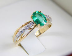 14k gold ring with emerald and diamonds 0,19 ct - 17.5 mm - No reserve price