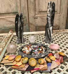 Fossil Marble bowl and sculptures - with 0.5 kg polished stones, Rose Quartz heart, Quartz spheres, 10 tumble stones and 15 small Sari bags - 6.39 kg