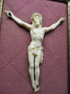 A carved ivory Corpus Christi in gilded wooden frame - France (Dieppe) - circa 1900