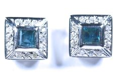 18 kt  White gold earrings - 24 diamonds weighing 0.14 ct (GH-SI) - 2 square cut blue sapphires weighing 0.55 ct - No reserve