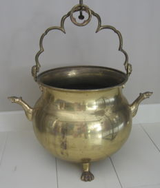 Extremely large brass lavabo/basin, Western Europe, late 19th/early 20th century