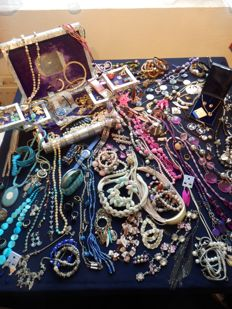 A massive lot of decorative jewellery from estate clearance over 170 items.