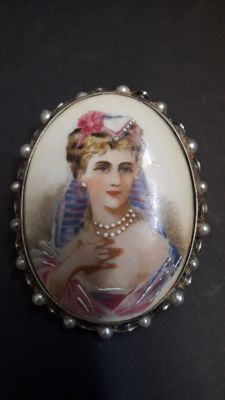 Vintage brooch (with pendant) – Silver and pearls – Limoges porcelain: France.