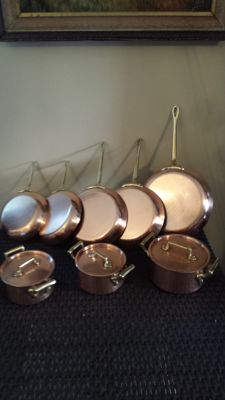Set of 5 (cooper) pans and 3 little tinned copper sauce pans of quality, solid brass handle