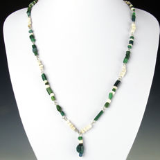 Necklace with Roman green glass and shell beads - 56,5 cm