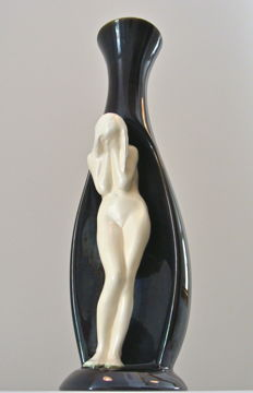Leendert (Loets) de Vries - Vase with female nude