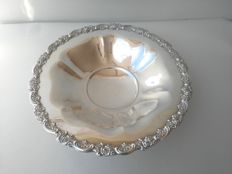 Beautiful Silver plated Round Centrepiece with pedestal, Oneida U.S.A.