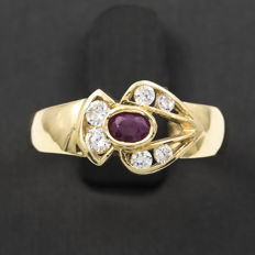 18 kt gold – Cocktail ring – Ruby, 0.40 ct – Interior diameter: 17.30 mm (approx.)