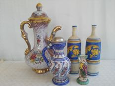 Large lot of 3 ceramic jugs of different size and two Deruta bottles, signed Nazzareno Picchiotti
