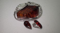 Amber Brooch in silver 925 with ear clips, 16,50 grams of silver and amber, No Reserve
