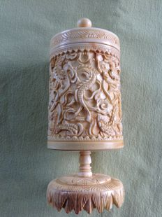Cantonese box carved in ivory - China  19th century
