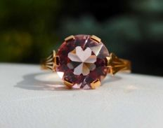 18 kt rose gold ring with pink morganite.