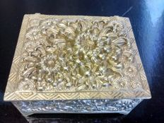 A bronze jewellery box with beautifully decorated floral decor and garlands - France - ca. 1900