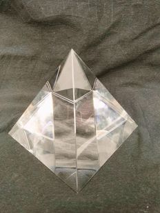 Crystal pyramid - sculpted, reconstituted Clear Quartz - 12 x 12 cm - 1300 gm
