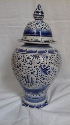 Replica from the 17th century, hand-painted pot