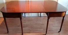 Mahogany New Art 12-person dining table with two extension leaves, ca. 1910