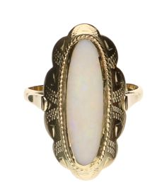 Yellow gold oblong ring set with opal
