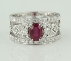 14 kt white gold band ring, set with a central oval-cut ruby and 34 single-cut diamonds of approx. 0.68 in total, ring size: 17 (53)