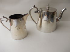 Set of 2 silver plated MAPPIN &WEBB OF SHEFFIELD c1880 teapot and creamer