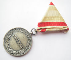 "Hungarian/German Pro Deo Et Patria Medal for ""non combatants"" without HELMET and SWORDS!!! WWI."