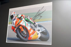 Professionally framed image, personally signed by Max Biaggi
