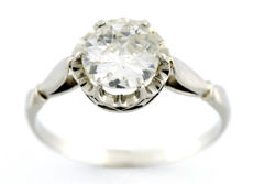 White gold solitaire ring with natural antique European cut diamond of 0.95 ct. (K-SI2). IGE certificate: