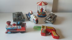 Japan/Germany - L. 17-22 cm - Lot of tin toys of the 1970s.