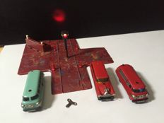 SCHUCO, Western Germany - Length 11 cm - Lot with 3 tin Varianto cars (3044, 3047, 3049) with clockwork motor and crossroads 3051, 50s/60s