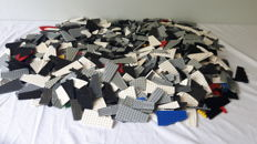 Assorted - 4 kg of Lego, various plates