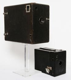 2 old box cameras from, among others, 1905
