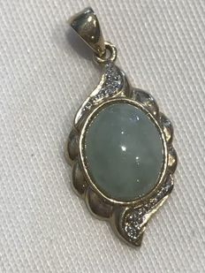 Vintage Chinese Jade yellow gold and diamond pendant