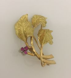 Brooch with 18 kt yellow gold leaves – 4 × 4 mm