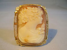 Antique, hand carved, shell cameo brooch in a filigree setting